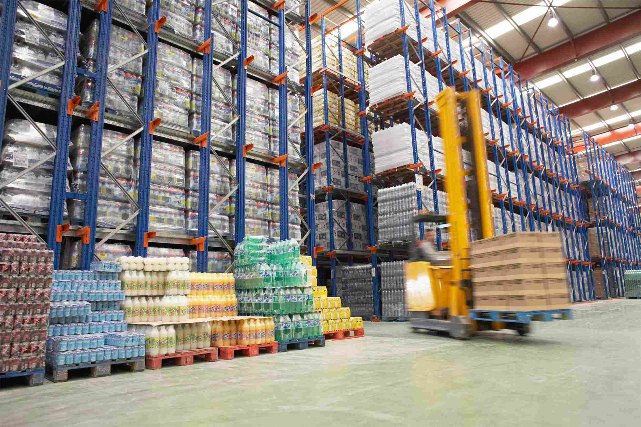 http://www.mm-aerojob.ro/wp-content/uploads/2015/09/Warehouse-and-lifter.jpg